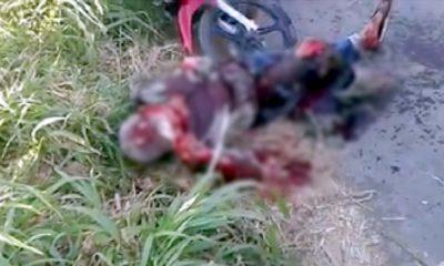 Korban pembacokan tergeletak di lokasi kejadian (ist)