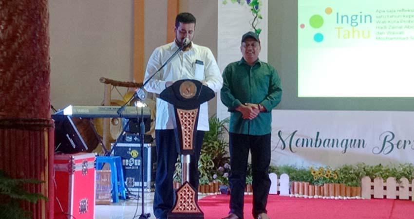 Wali kota dan wakil wali kota Probolinggo saat memberikan pidato (pix)
