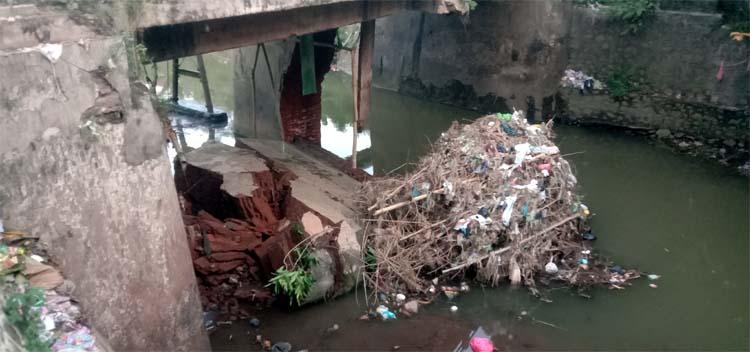 kondisi jembatan kedungmiri yang hampir ambruk (pix)