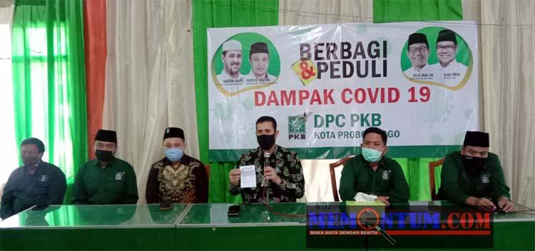 Walikota Habib Hadi Zainal Abidin bersama Ketua Dewan Kota Probolinggo dan 4 anggota Dewan Dari Partai PKB saat merilis Gajinya disumbangkan untuk rakyat terdampak Covid 19 (pix)