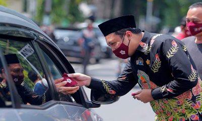 Ketua DPRD Probolinggo Bersama JISPRO Bagi Masker dan Himbau Taat Prokes