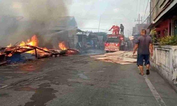 Empat Gudang di Kawasan JLU Mayangan Probolinggo Terbakar