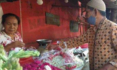 Jelang Ramadhan, Penjual Bunga Laris Manis