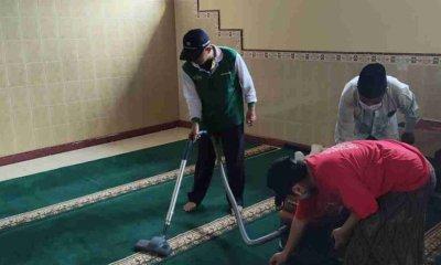 Sambut Ramadhan Warga NU Bersihkan Masjid dan Kuburan
